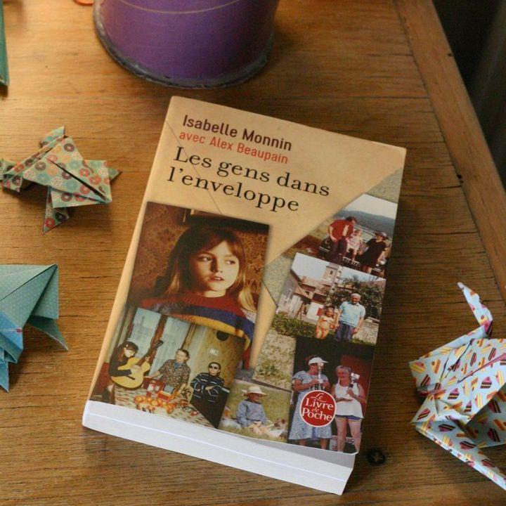 Les Gens dans l'enveloppe de Isabelle Monnin - Entre Les Lignes -                     Luxe radio