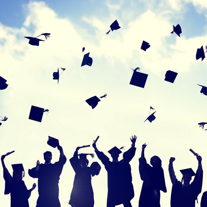 Reconnaissance des diplômes universitaires : un an après, quel bilan ? - Avec Ou Sans Parure -                     Luxe radio